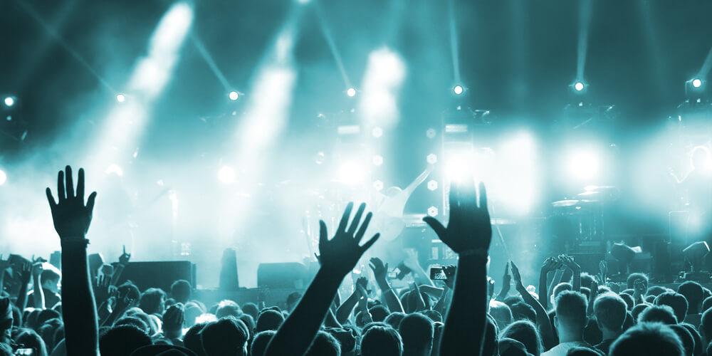 ライブ・コンサートに欠かせない「照明スタッフ」の仕事内容とは?