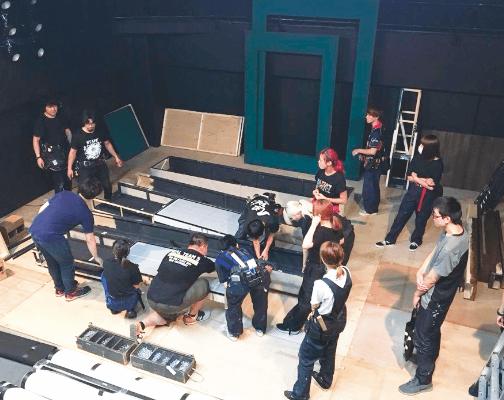 講師がプロとして携わる舞台制作現場に参加